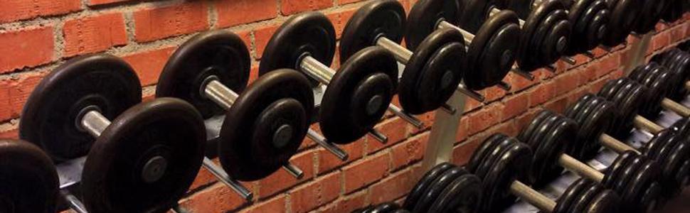 Bilder från dojon, Stockholms aikidoklubb. Utrustning för styrketräning.