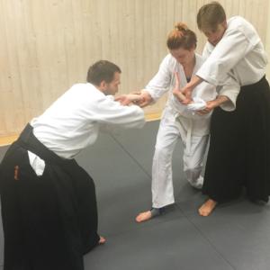 Etikett i Aikido, reigi. Reigi är en viktig del inom Aikido. Det gör inte bara träningen trevligare utan fyller också en viktig praktisk funktion.